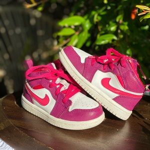 Nike💓💓 by Jordan toddler girl sz 6